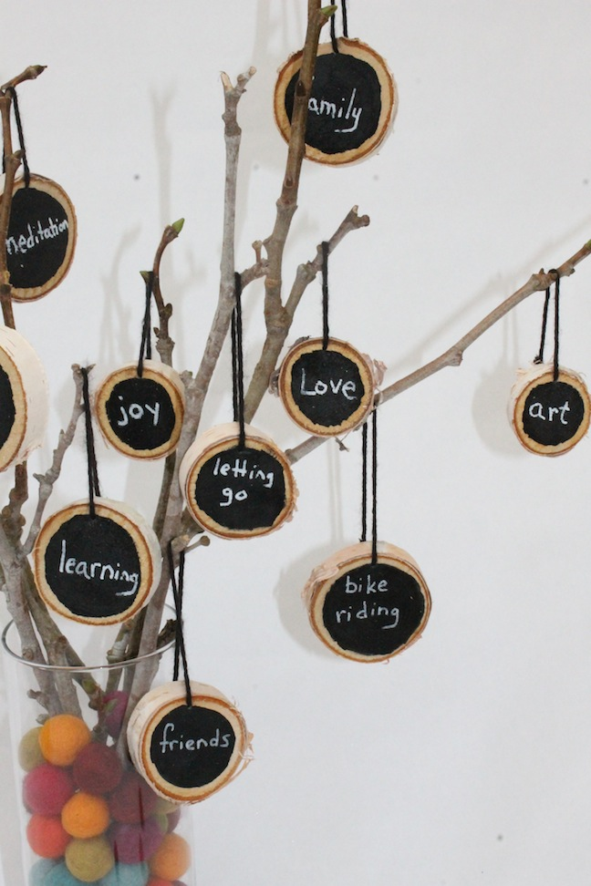 DIY Thankful Tree; momtastic.com; handmadebykelly.com