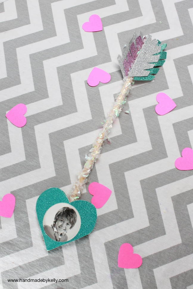 DIY Valentine's Day Photo Arrow Craft; handmadebykelly.com; kelly ladd sanchez