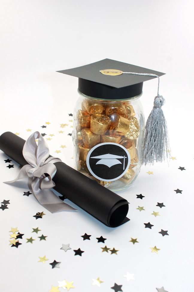 Diy Graduation Mason Jar Party Favors And Grad Gift Craft Free Printable Handmade By Kelly