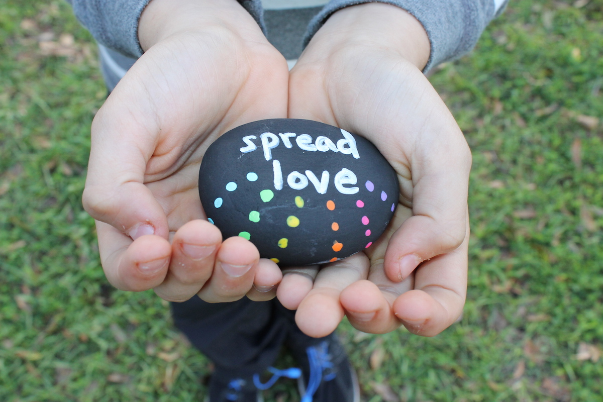 Random Act Of Kindness Rocks; handmadebykelly.com; mnn.com