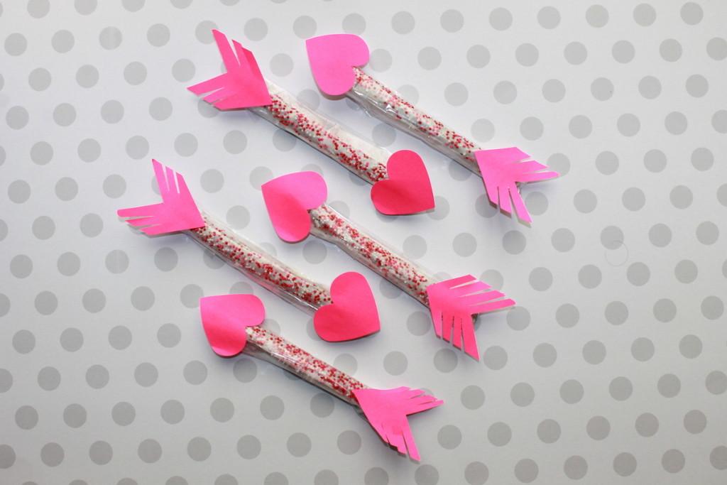 Heart Pretzel Arrows; handmadebykelly.com; onlinelkbels.com