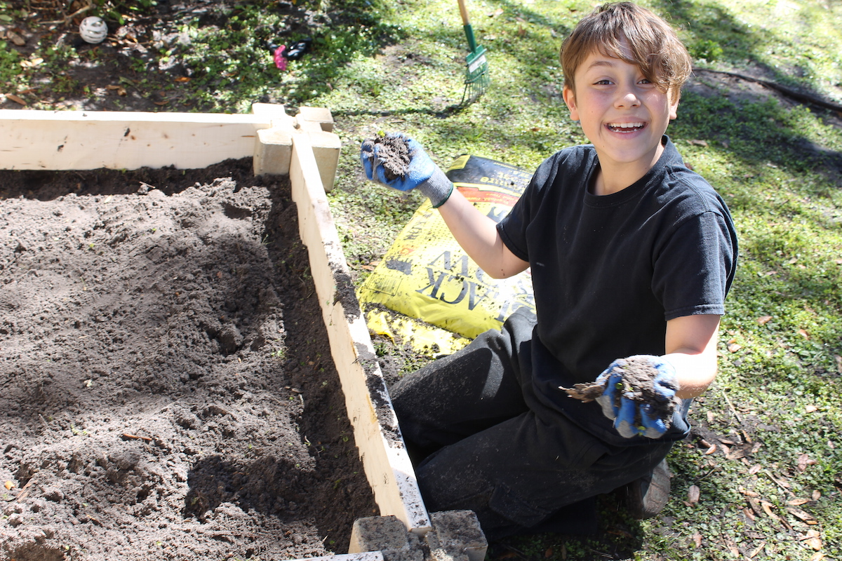 how to build a raised garden; handmadebykelly.com