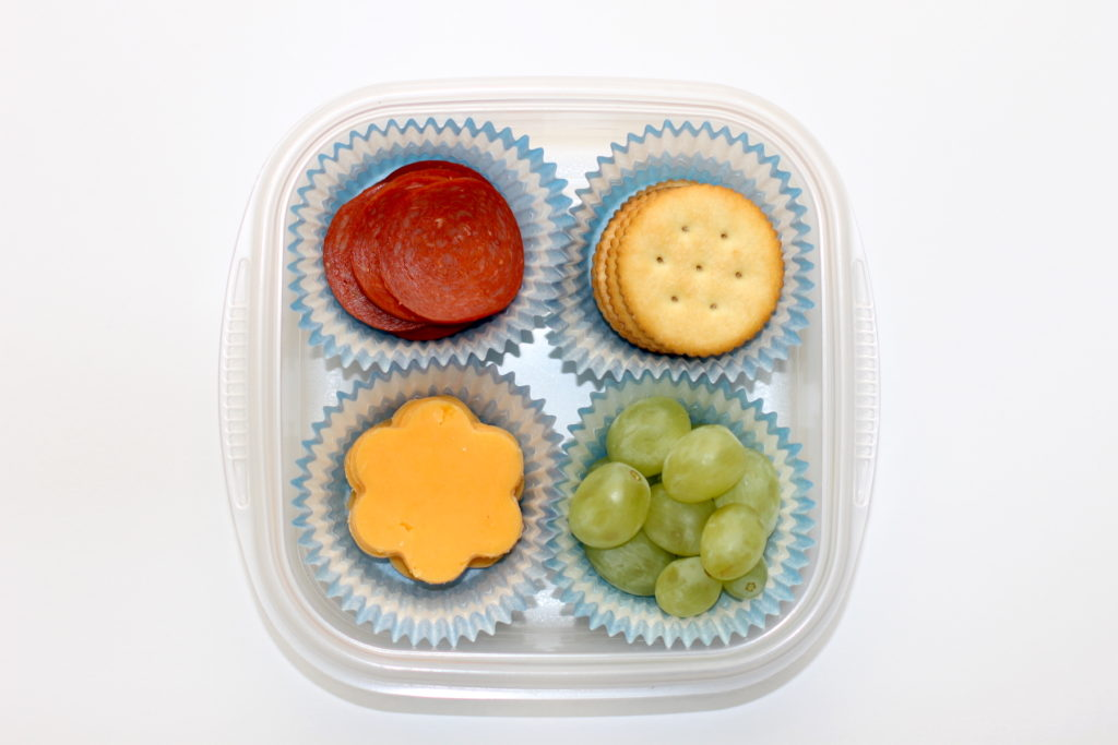 Back to school lunch hacks; thestir.com/handmadebykelly.com