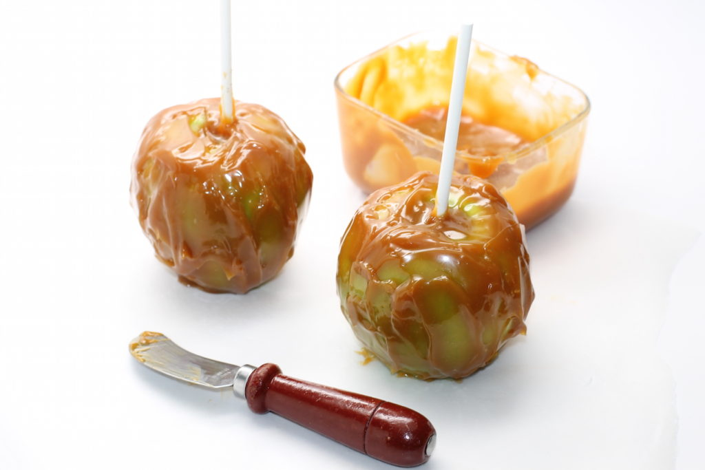 iy-caramel-apples-recipe-and-free-printable-onlinelabels-com-handmadebykelly-com_